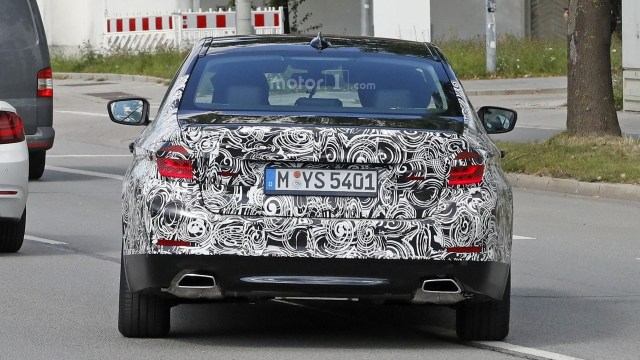 2017-bmw-5-series-sedan-spy-photo-4