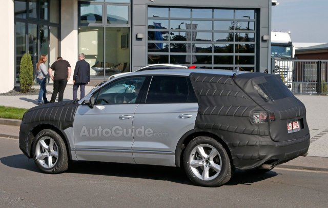 volkswagen-touareg-spy-photos-09