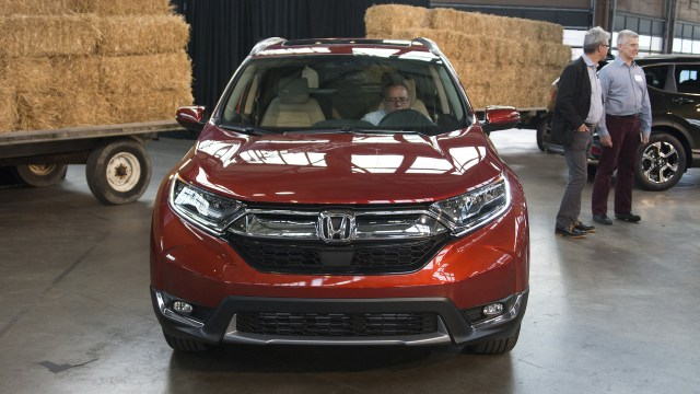 2017-honda-cr-v-live-photos-2