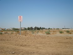 photo of a typical empty lot in the Fresno/Clovis conurbation.