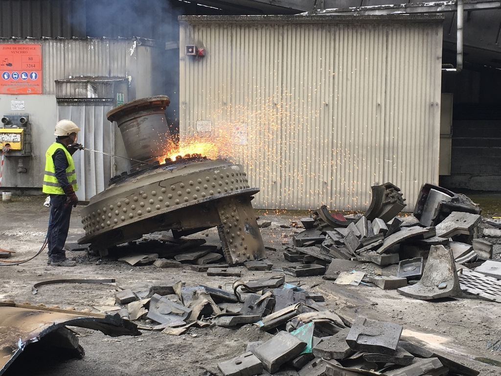 Hot cutting of ball mill