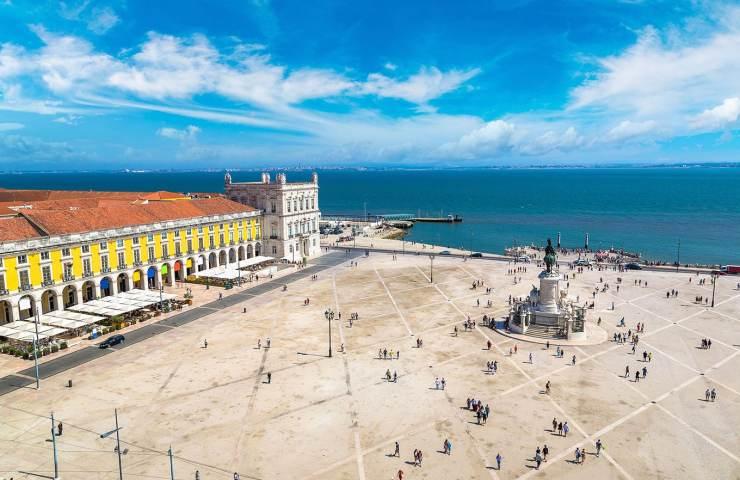 quantos habitantes tem portugal