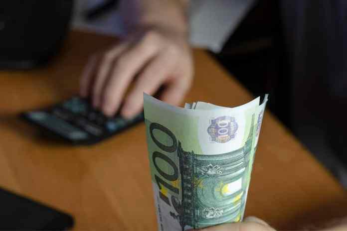 Como comprar euro mais barato? Descubra como economizar