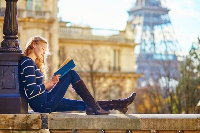 Como fazer faculdade na França: confira o passo a passo completo