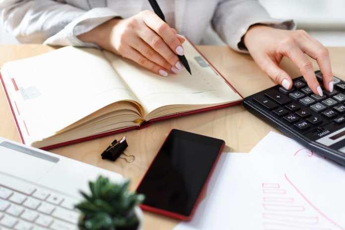 Como receber salário do exterior? Descubra a melhor forma