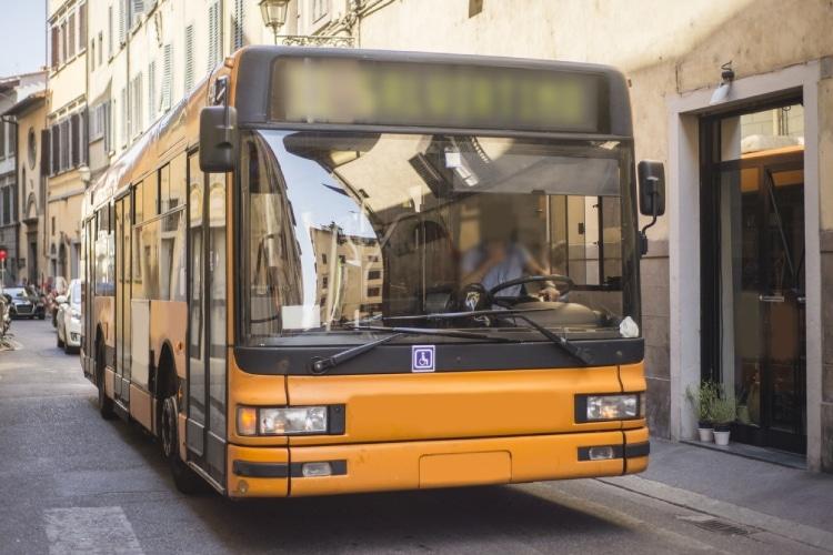 Ônibus é um dos tipos de transporte público na Itália