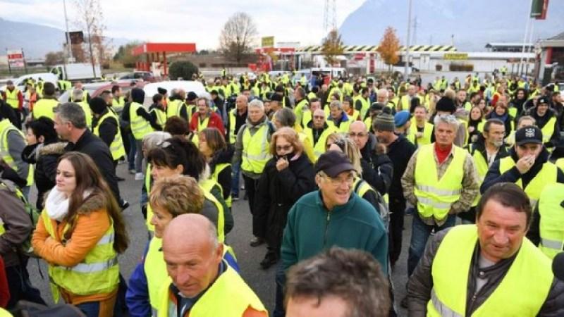 Протести водіїв у Франції: уряд відмовився скасовувати нові податки на бензин