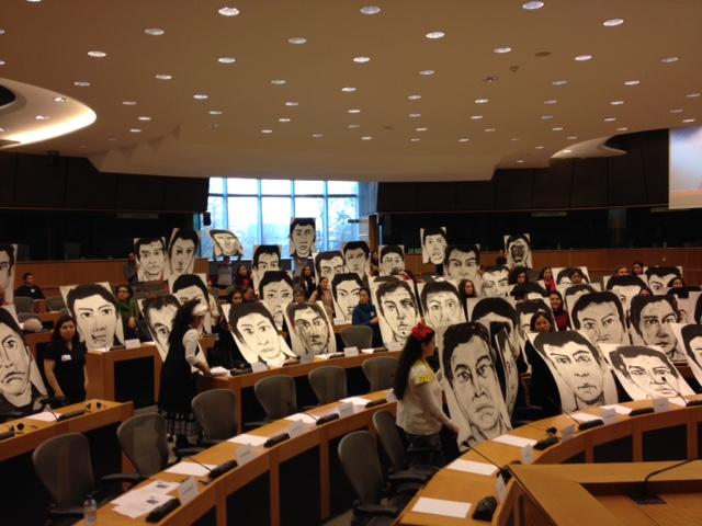 Los retratos de Marcos Aranda en el Parlamento Europeo. Foto: Marco Appel
