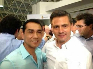 Enrique Peña Nieto con el alcalde de Iguala, José Luis Abarca
