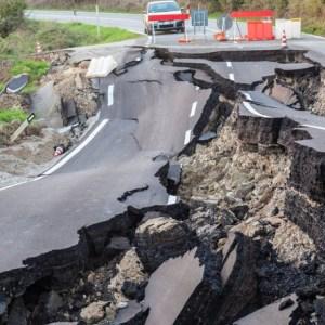 Pusztító földrengés Komáromban