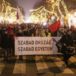 Sopron és Bécs együtt tüntet