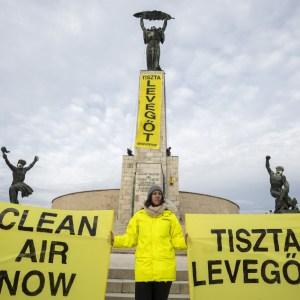 Gázmaszkban a Szabadság-szobor