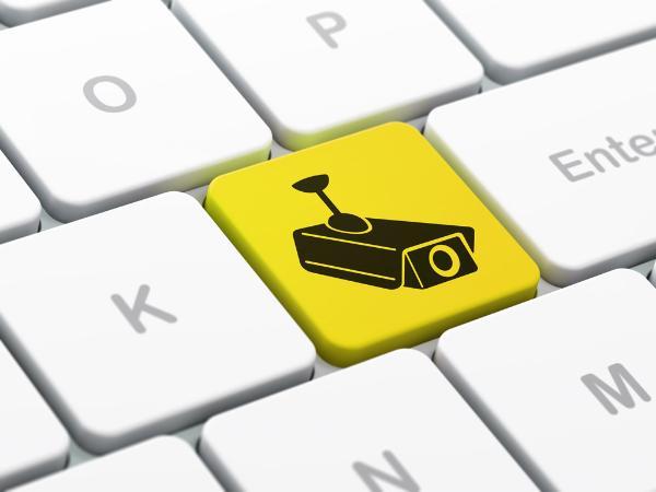 Un teclado de ordenador con el icono de una cámara de vigilancia en una de las teclas ©BELGA_EASYFOTOSTOCK.
