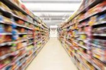 Fotografia abstractă încețoșată a magazinului în magazinul universitar, culoarul Empire of supermarket, Motion blur