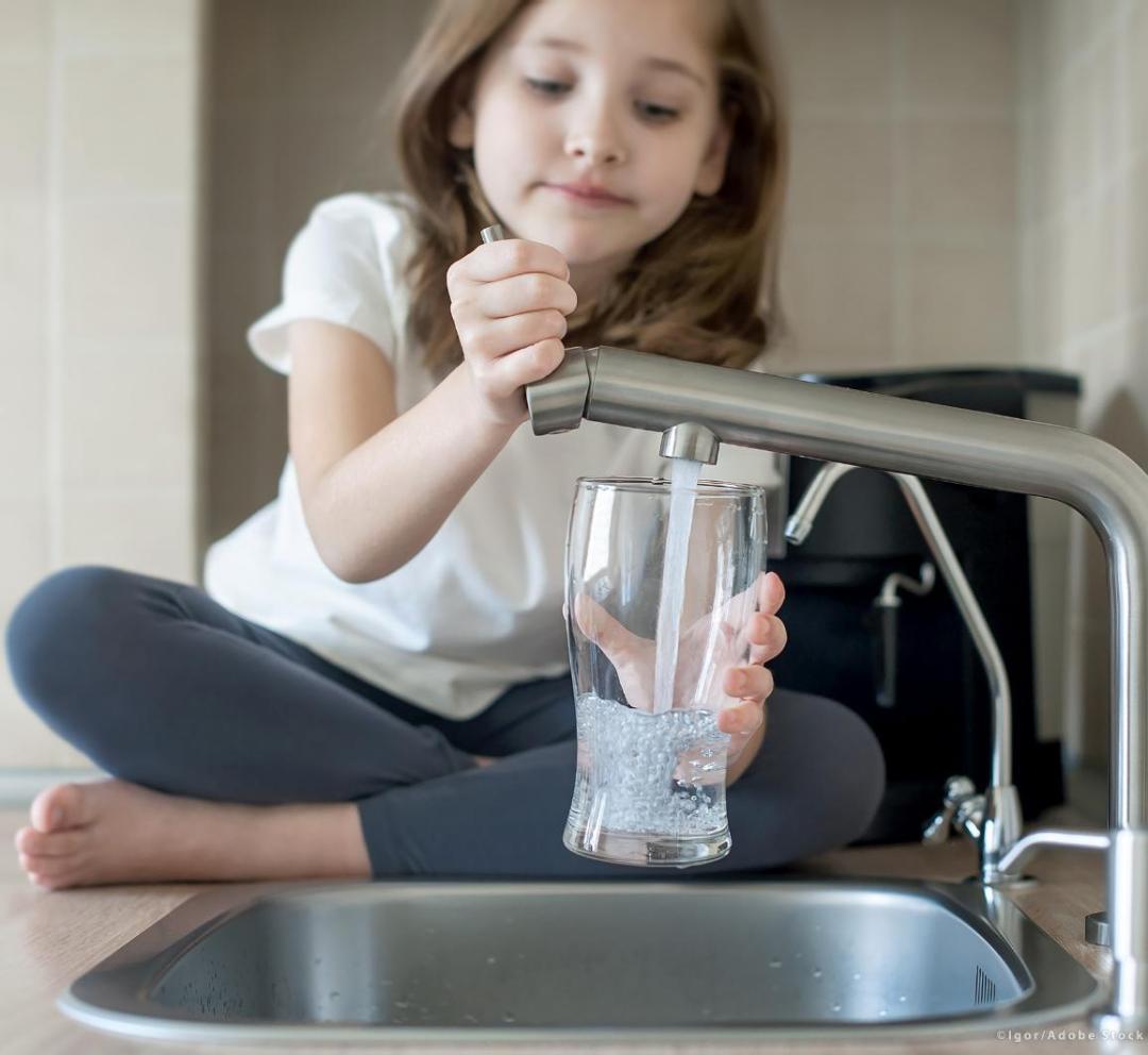 Nuove regole per migliorare la qualità dell'acqua del rubinetto e ridurre i rifiuti di plastica