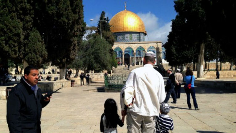 Jérusalem ne fut jamais pour les musulmans un lieu saint ! Joseph Farah journaliste arabe explique ce mensonge de l'Islam