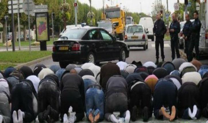 200 musulmans ont prié dans la rue à Montfermeil, encadrés par la police