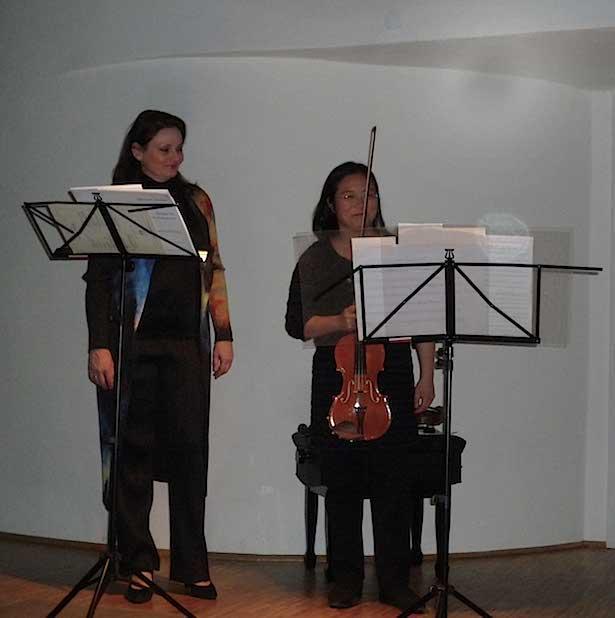 """Anna Maria Pammer & Weiping Lin in der """"Alten Schmiede"""" in Wien."""