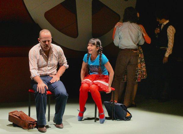 István Balla Bán (Zoltán Friedenthal) mit seiner Stieftochter Timike (Èva Enyedi) im Stück von Béla Pintér bei den Festochen Wien (Foto: Zsolt Puskel)