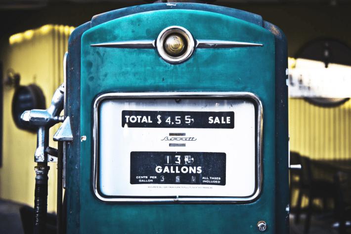 fa38a29c3ddd28 Temps de lecture   9 minutes. Une internaute nous a demandé où se situait le  prix des carburants automobiles à la pompe ...