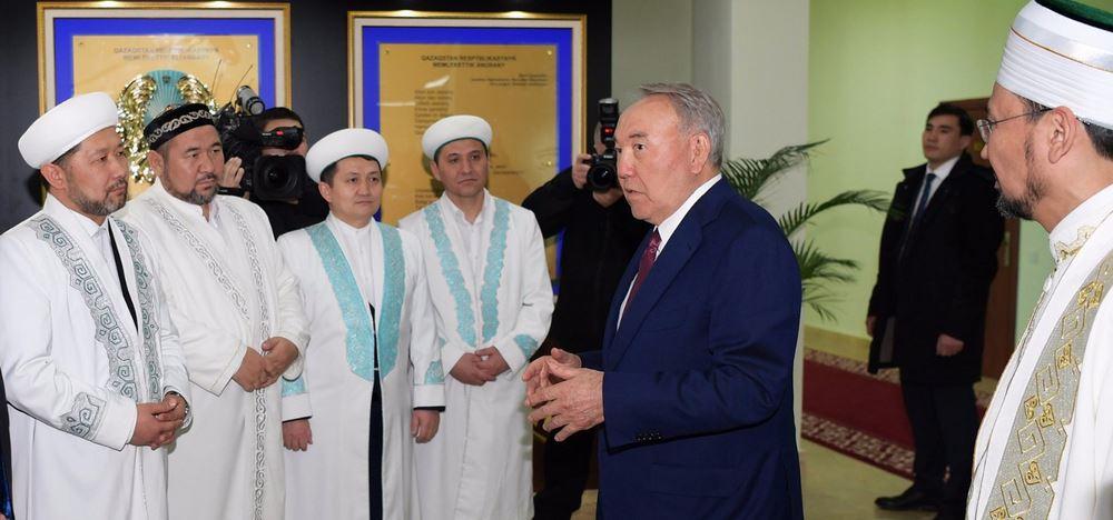 Kazakhstan's President Nursultan Nazabayev Resigns after 30 Years but Retains Power