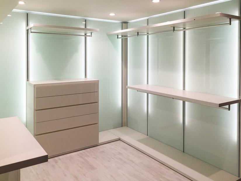 walk in closet design features