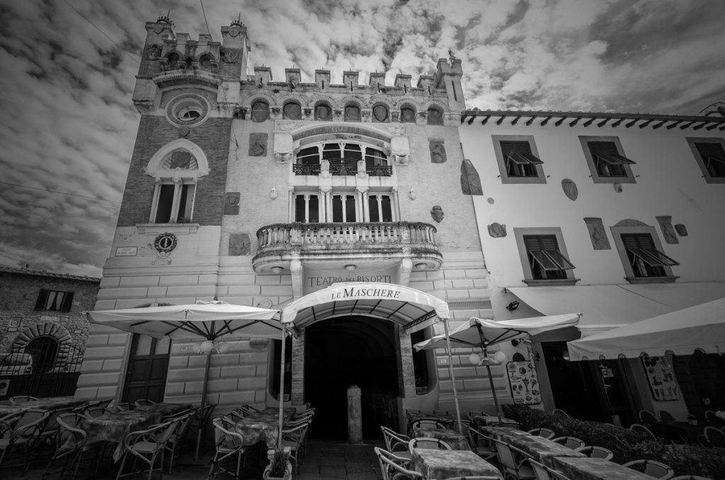 Teatro-Dei-Risorti in Montecatini-Alto's main piazza