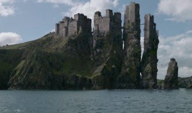 The Iron Islands are a digitally edited version of Dunluce Castle in Ireland (below) (gameofthrones.wikia.com)