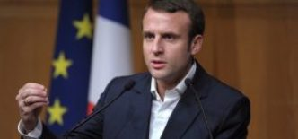 Macronpublicspeakingflag