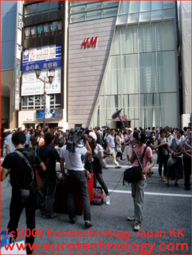Long queues on the first days: 8000 shoppers/day at H&M's first store in Japan