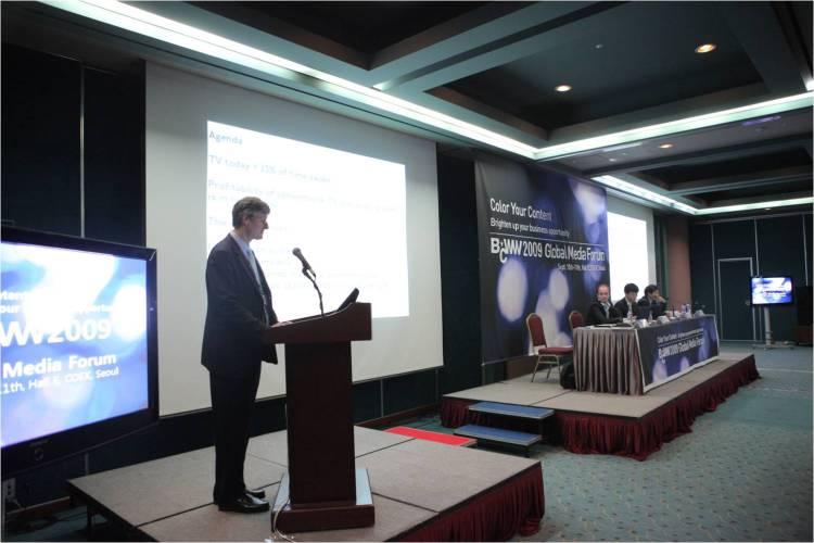 Evolution of TV and social TV (Keynotes at BCWW2009 Global Media Forum, Seoul, Korea Sept. 10, 2009)