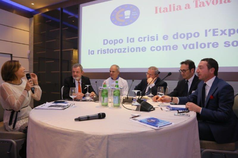 Nella foto, da sinistra: Lisa Casali, Alberto Lupini, Enrico Derflingher, Lino Stoppani, Rocco Pozzulo, Gianluca Boccoli