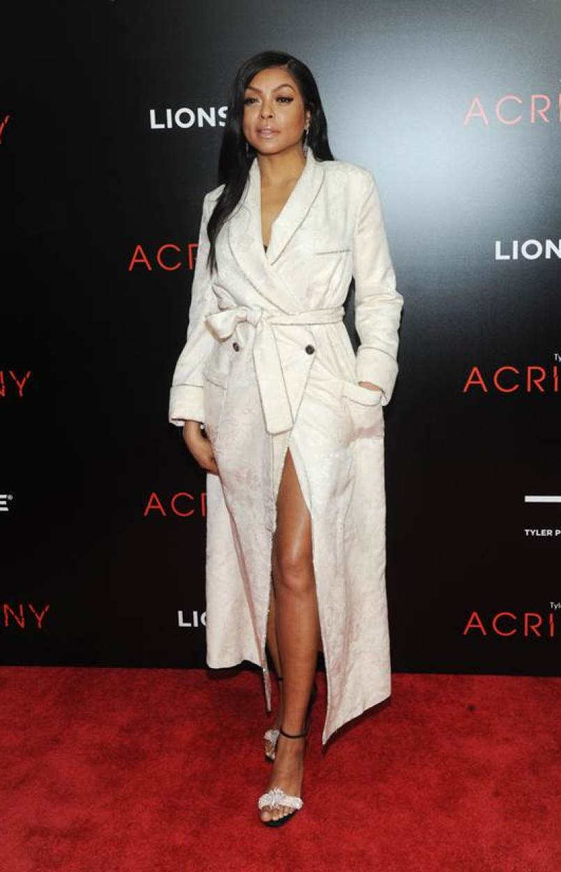 meilleur site web 537d7 2e14e Taraji P. Henson Stuns in 'Roberto Cavalli Bathrobe' at ...
