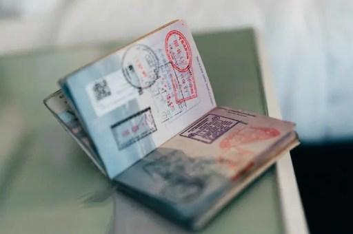 passaporte-carimbos-paginas-unsplash