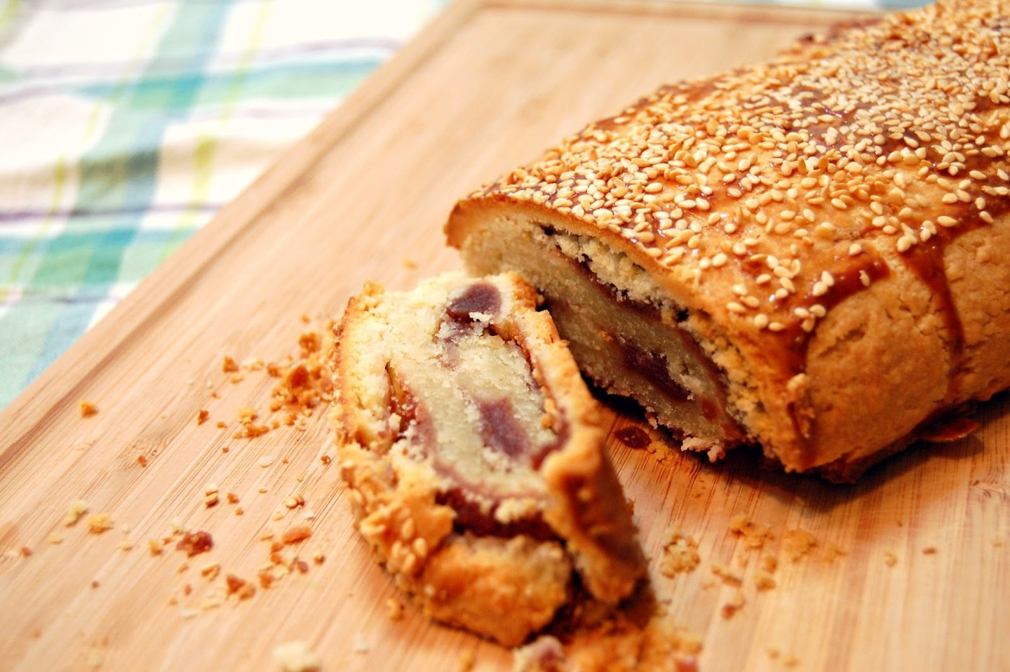 Chinese red bean pastry roll (豆沙餅)