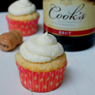 Champagne cupcakes with lemon champagne buttercream
