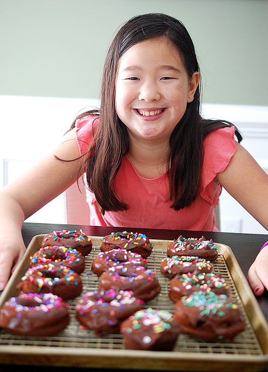 baked chocolate mochi donuts