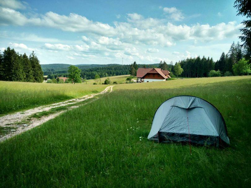 Open en bloot kamperen in het Zwarte Woud