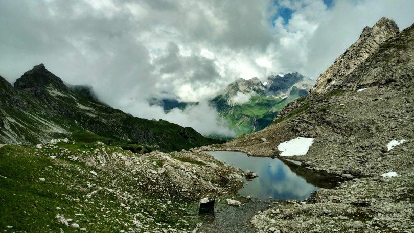 Mountains_all_around