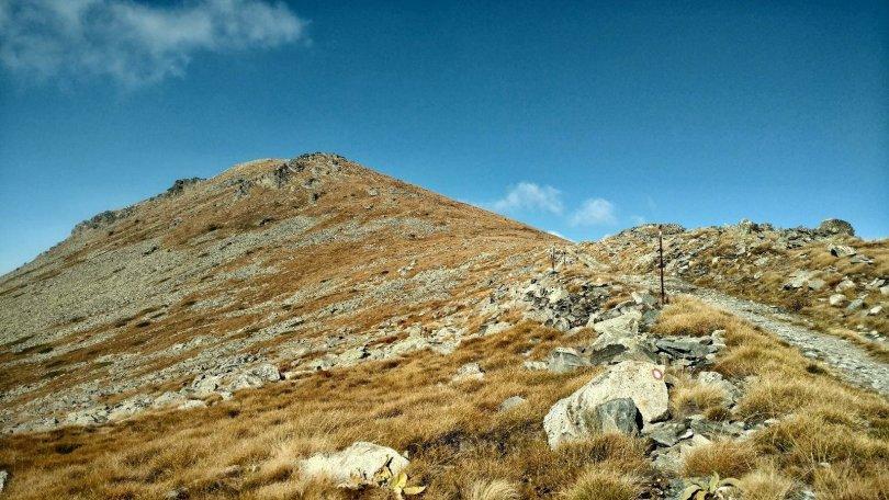 Trail to Pelister peak