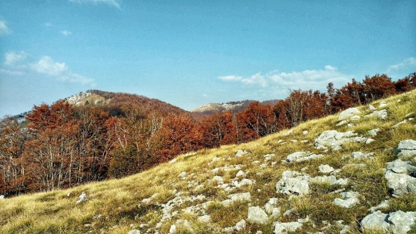 Karst and autumn colours on the Primorska Planinarska Transverzala Crna Gora