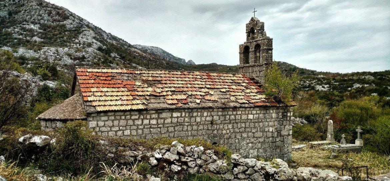 Kerk bij Velji Zalazi