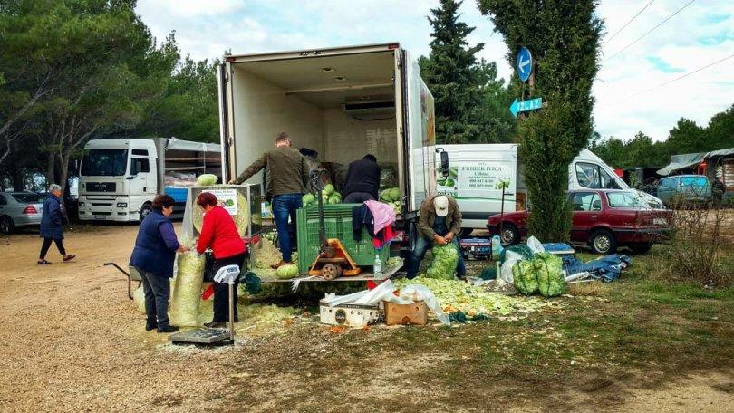 Via Dinarica HR Blue Trail | Stage 11: Ravni Kotari, monthly market in Benkovačko selo