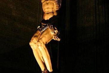 Descendió a los infiernos, al tercer día Resucito de entre los muertos.