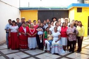 El equipo de evangeliza fuerte felicita a su colaboradora Paquita Ayala en su cumpleaños.
