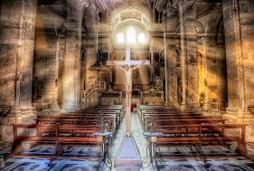 Evangelizar y formar a los fieles, vital para la Iglesia.