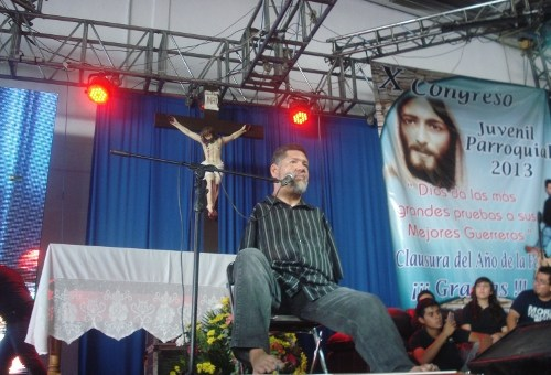El Papa comenta y pide: Dios nos salve del espíritu mundano que negocia todo.