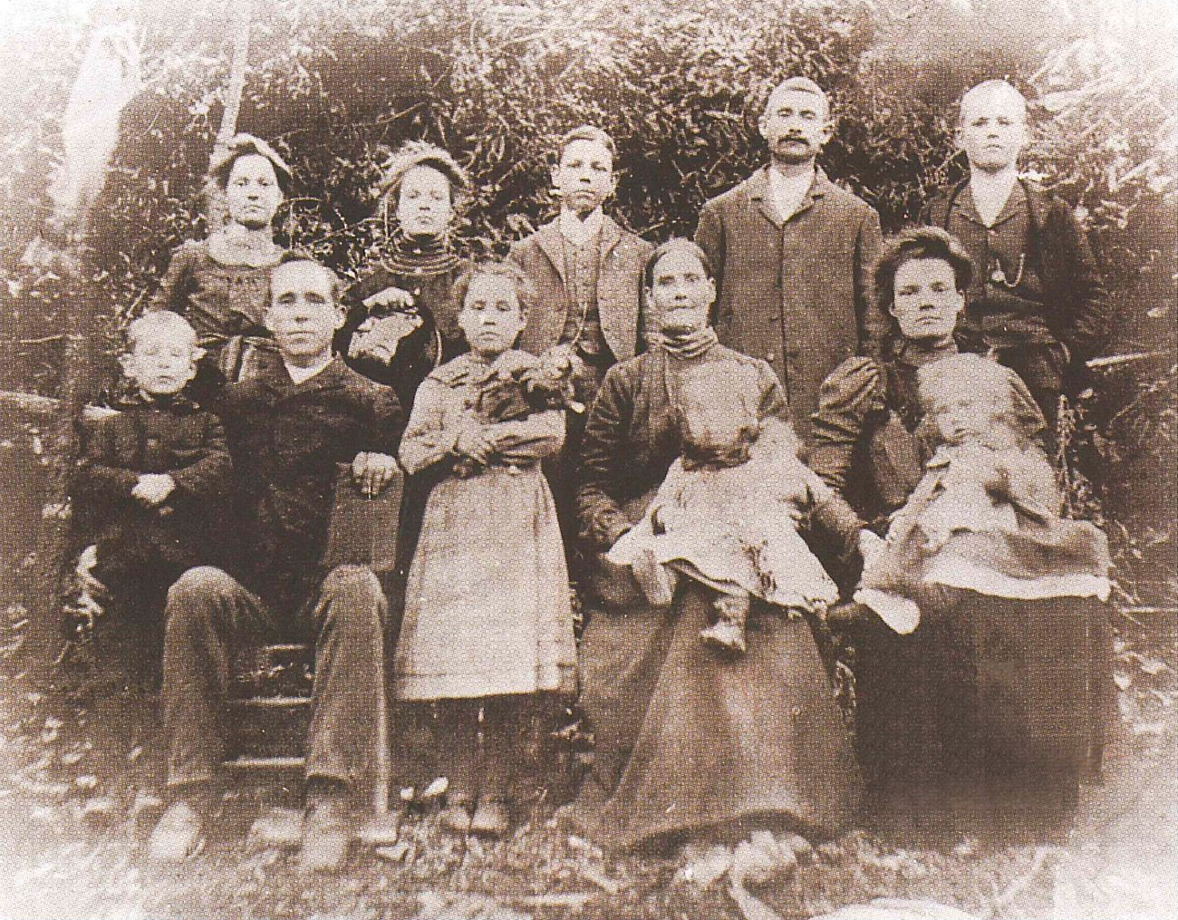 Will Bryant (seated left) and his family about 1905