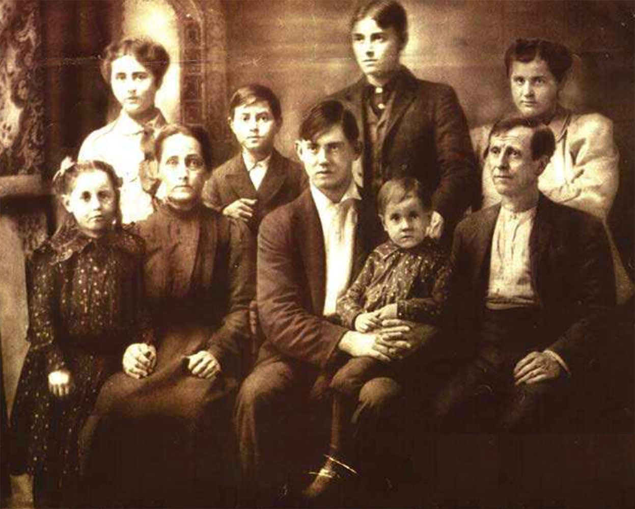 The Allen family about 1902. Emelyne is seated second from left; Ross is seated far right.