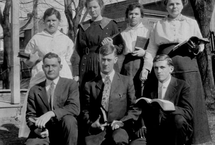 (back, from left) Bertha Hilbun, Nannie Hagewood, Lillie Mae Wilcox, and teacher Nora Chambers; (front, from left) Jesse Danehower, Earl Hamilton, and Avery Evans
